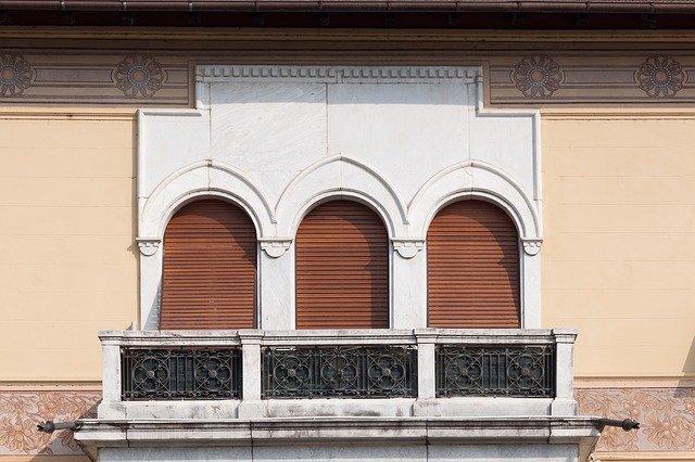 mramorová okna