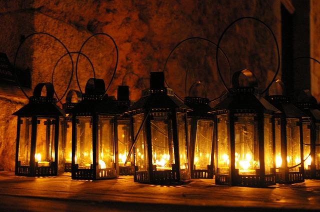 světla luceren
